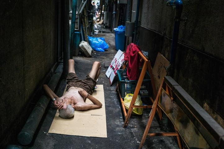 tough-life-in-a-tokyo-alley2500.jpg