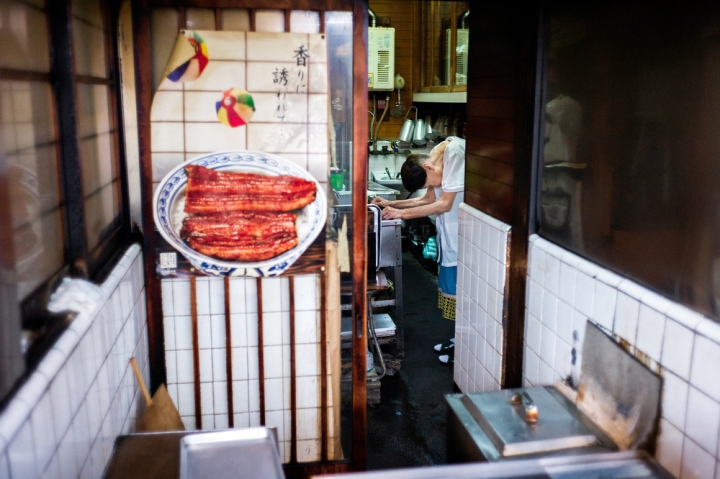 old-japanese-shop-owner2500.jpg