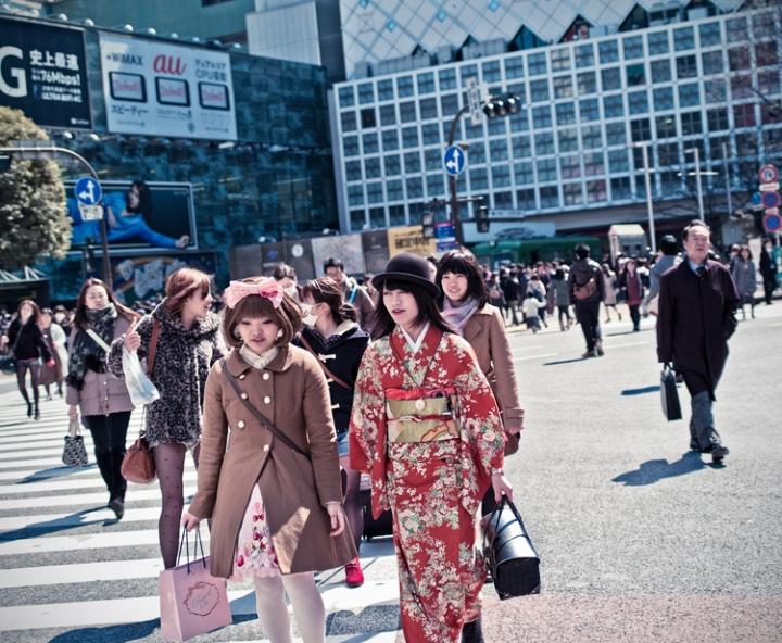 shibuya_crossing_kimono2500.jpg