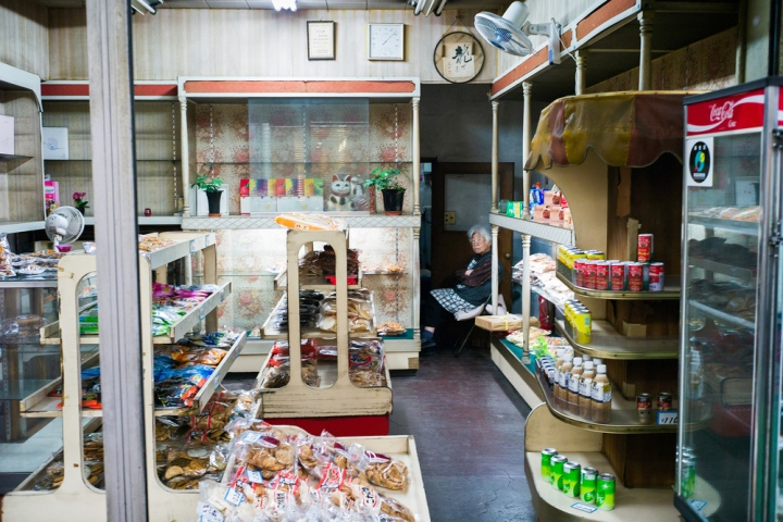 old-style-tokyo-convenience-store2500.jpg